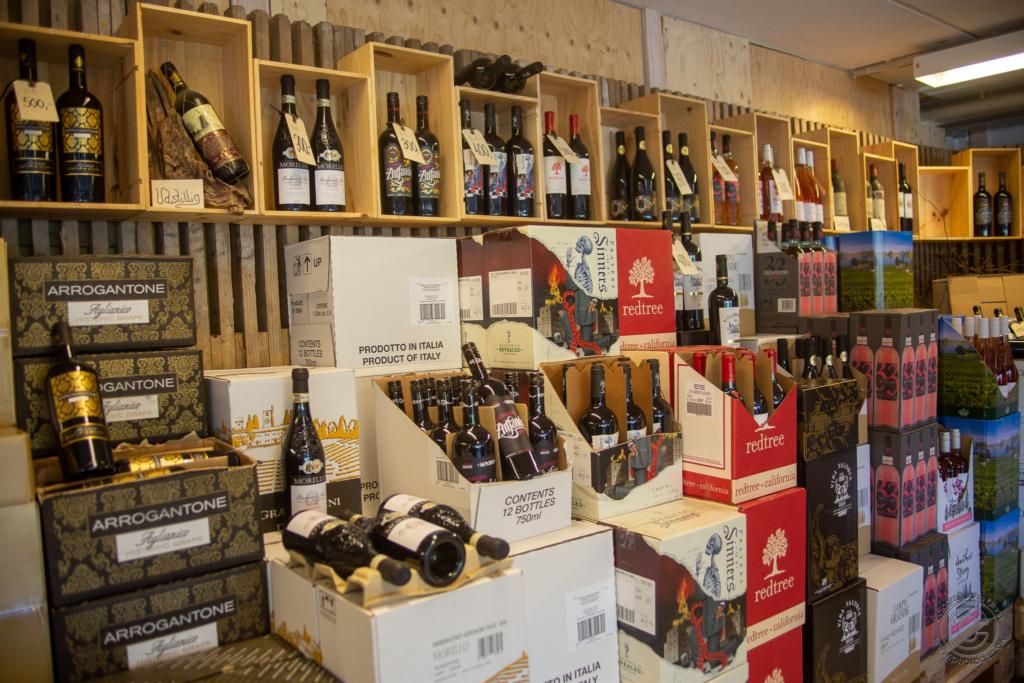 """Vi åbner """"Vinboblen"""" Kr. Himmelfartsdag kl. 13-17 med masser af gode vintilbud - vi håber vi ses ! Foto / video: John Olsen / www.photodan.dk Se videopræsentation - klik på  linket: https://www.facebook.com/sparroervig/videos/2656369388018623"""